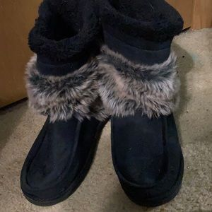Super cute barely worn Fur boots